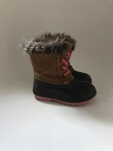 Old Navy Size 6 toddler winter boots