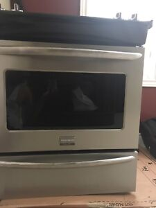Frigidaire gallery series 30 inch electric stove one year new