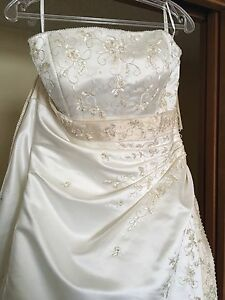 NEVER WORN Size 14 Wedding Dress MUST GO
