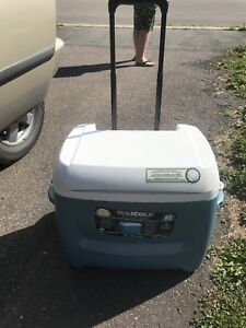 Max cold igloo 58L cooler on wheels