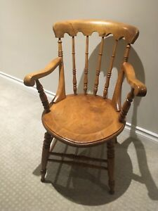 Beautiful pine captain's chair