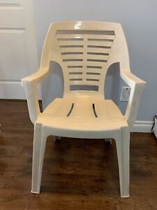 Good quality garden chairs set of 5 armchairs