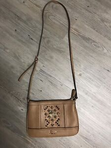 994f7d1ee99 Guess   Buy or Sell Women s Bags   Wallets in Saskatoon   Kijiji ...