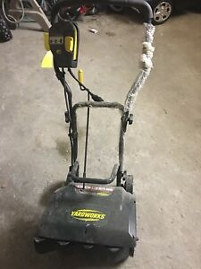 Yardworks electric snow blower 9Am and 16'
