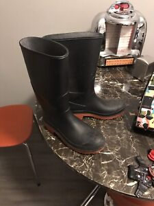 Size 8 rubber boots