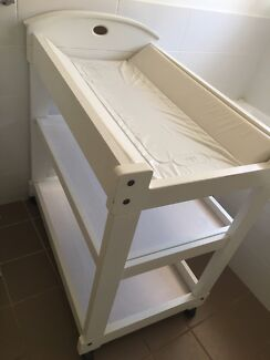 Boori cot and change table