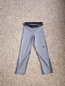 NEVER WORN BRAND NEW XS NIKE CAPRI LEGGINGS