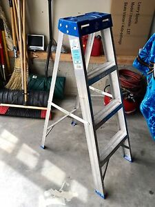 4' step ladder Good condition