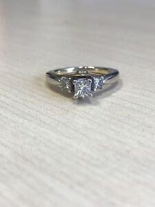 Beautiful 3 diamond ring, no bad karma!