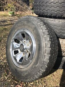 5 stud hilux rims on tyres