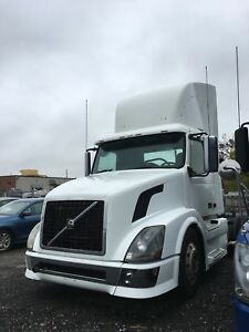2009 Volvo Day Cab