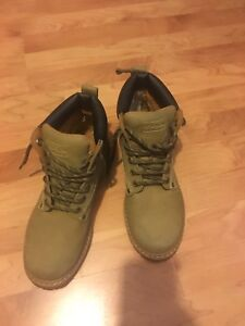 Boots for men with hard toes- hardly worn - size 8