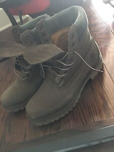 Timberlands pour homme size 9 200$ neuves