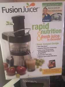 Fruit juicer! NEW IN BOX