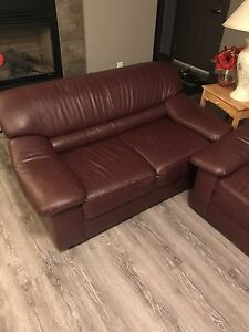 2 LEATHER COUCHES EXCELLENT CONDITION NON SMOKING