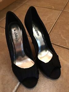 Le Chateau heels with open toe size 7