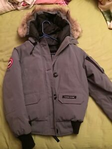 Selling Womens Canada Goose Bomber Jacket Grey XS