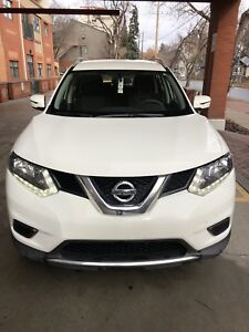 2016 Nissan Rogue AWD Low kms with remote starter