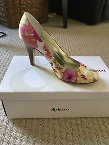 Style & Co Size 7