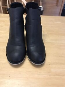Ecote size 8 booties