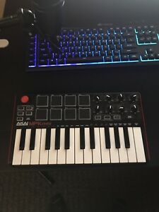 AKAI MPK mini usb midi keyboard & drum pad