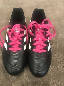 Girls Youth soccer cleats Size 3