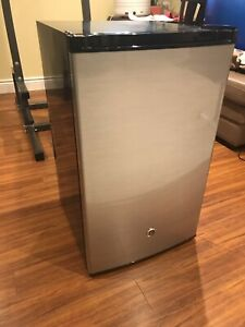 GE 4.5 cu ft mini fridge