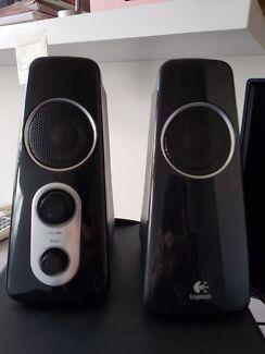 Logitech z523 power subs and 2 speaker.