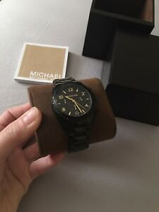 Selling brand new ladies Michael kors watch