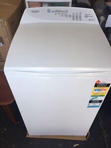 Fisher & Paykal Quicksmart 5.5kg top loader washing machine