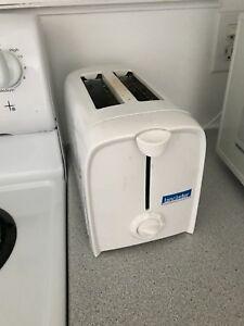 Toaster 2 tranches doit partir vite!