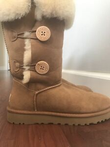 Ugg boots- size 9- Bailey button triplet -like new