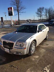 2009 Chrysler 300 loaded