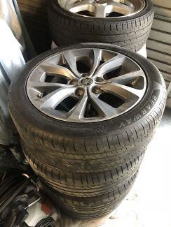 Commodore wheels and tyres