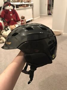 Perfect condition, Women's Smith snow helmet. Only worn 5 times