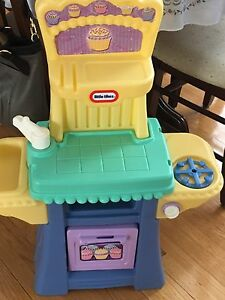 Little Tikes kitchen and shopping cart