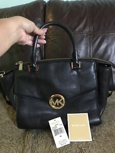 Excellent Used Michael Kors all Leather bag!
