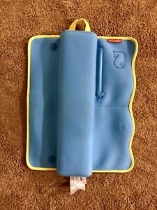 Skip Hop Moby Baby Bath Elbow Rest, Blue like New