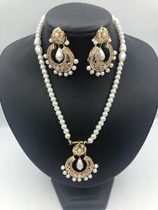 22k yellow gold Nd pearl set...
