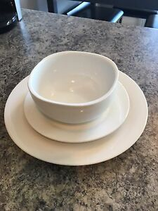 White dishes (15 in total)