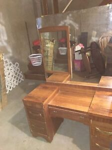 Solid walnut vanity w/mirror