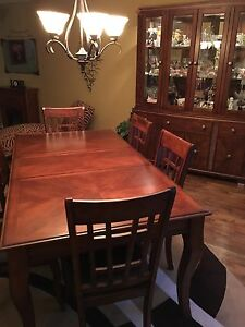 Dining room table chairs and buffet/hutch