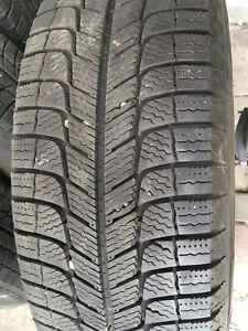4 pneus d'hiver 215 / 60 R16 sur rims Michelin excellent état