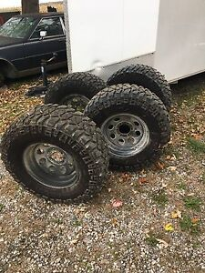 Mickey Thompson 33x12.5 Chevy 6 bolt