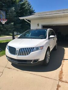 Beautiful Titanium White 2013 Lincoln MKX