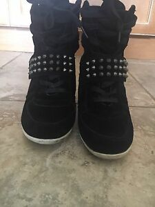 "Steve Madden black ""runners"" with spikes"