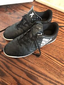 Boys indoor soccer shoes size 3.5
