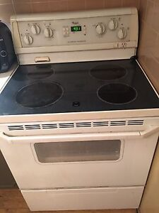 White programable self cleaning stove