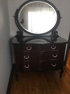 Meuble antique de chambre à vendre