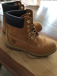 TIMBERLAND classic boots. Women's size 7